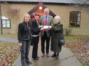 John Baron MP and Cllr Terri Sargent presents Fun Walk cheque to Southend Chemo Unit