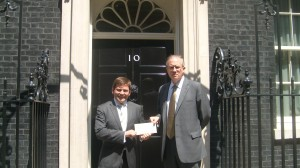 John Baron MP delivers letter to PM over Syria